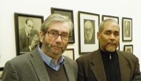 Fernando Velázquez Medina (derecha) junto al escritor español Antonio Muñoz Molina
