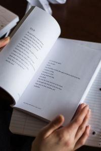 Poesía. Foto por Thought Catalog en Unsplash